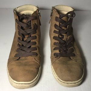 Ugg women's tan ankle boots. Comfortable flats.